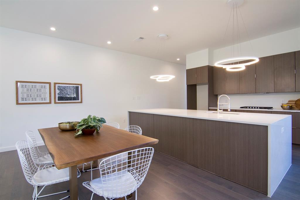 Dallas Neighborhood Home For Sale - $499,000
