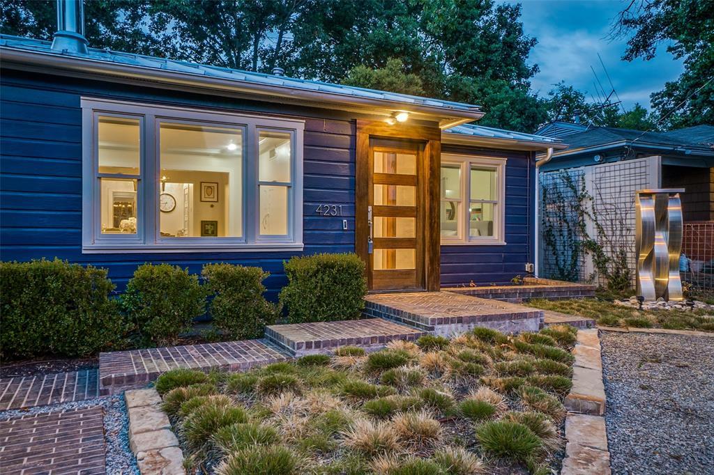 Dallas Neighborhood Home For Sale - $550,000