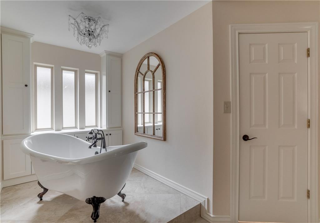 Dallas Neighborhood Home For Sale - $598,000