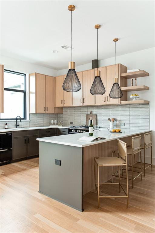 Dallas Neighborhood Home For Sale - $549,900