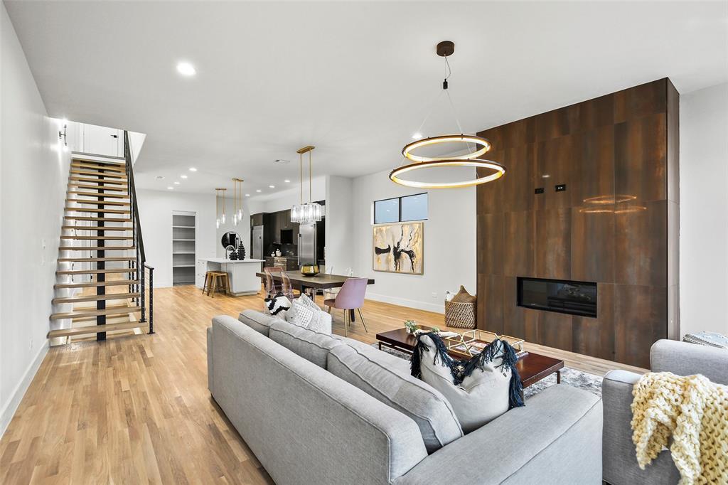 Dallas Neighborhood Home For Sale - $689,999