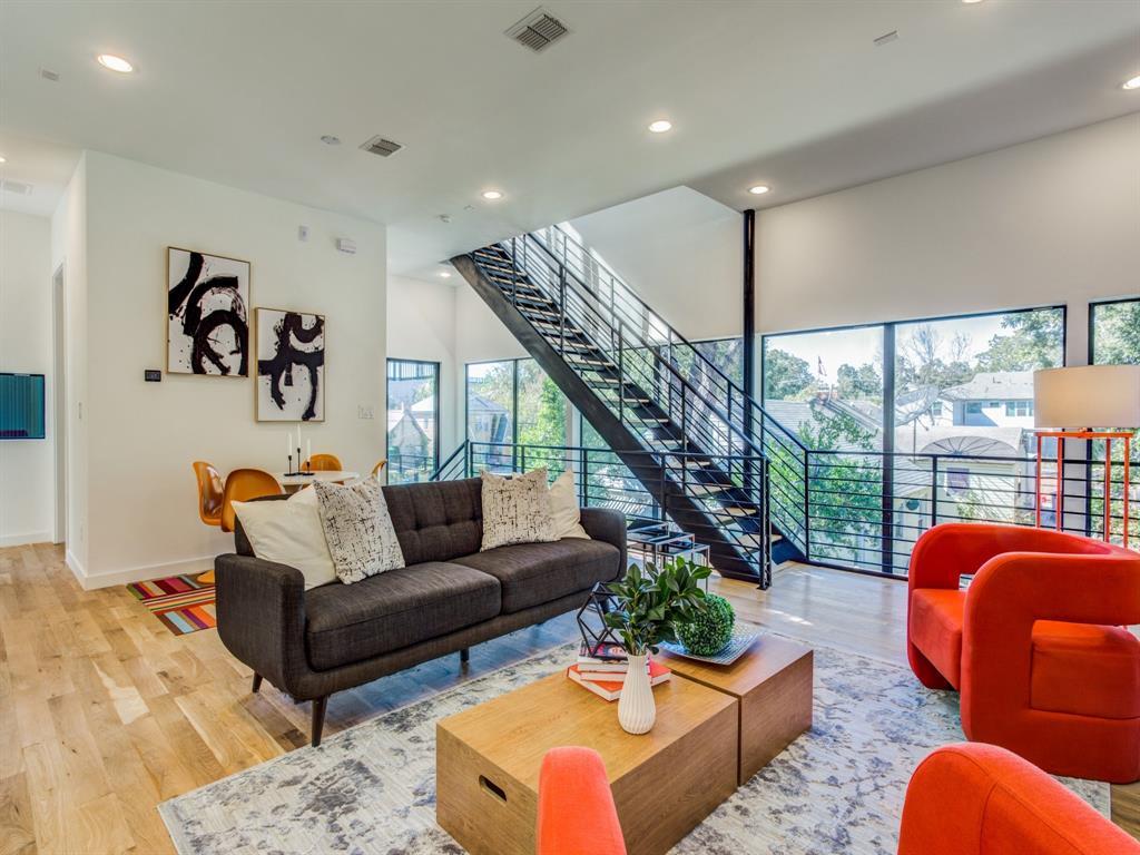 Dallas Neighborhood Home For Sale - $650,000