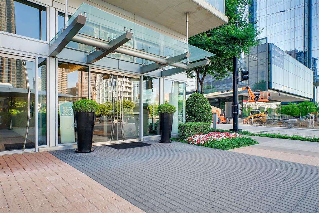 Dallas Neighborhood Home For Sale - $1,090,000