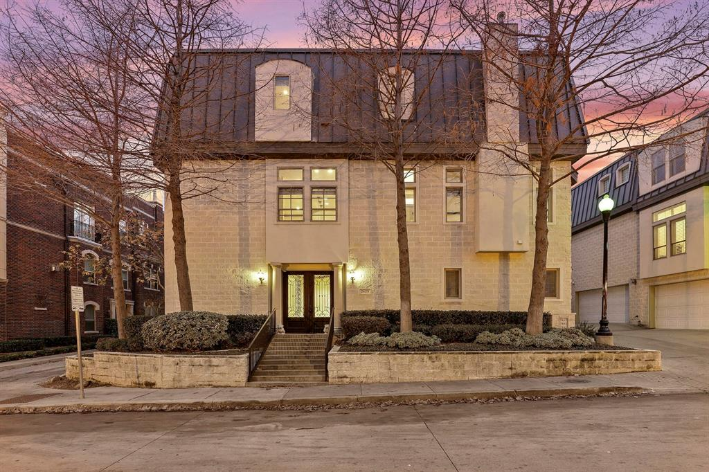 Dallas Neighborhood Home For Sale - $705,000