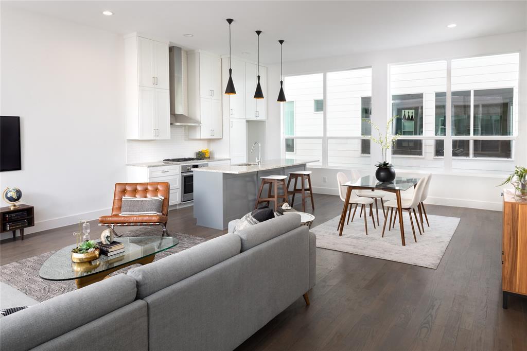Dallas Neighborhood Home For Sale - $460,000