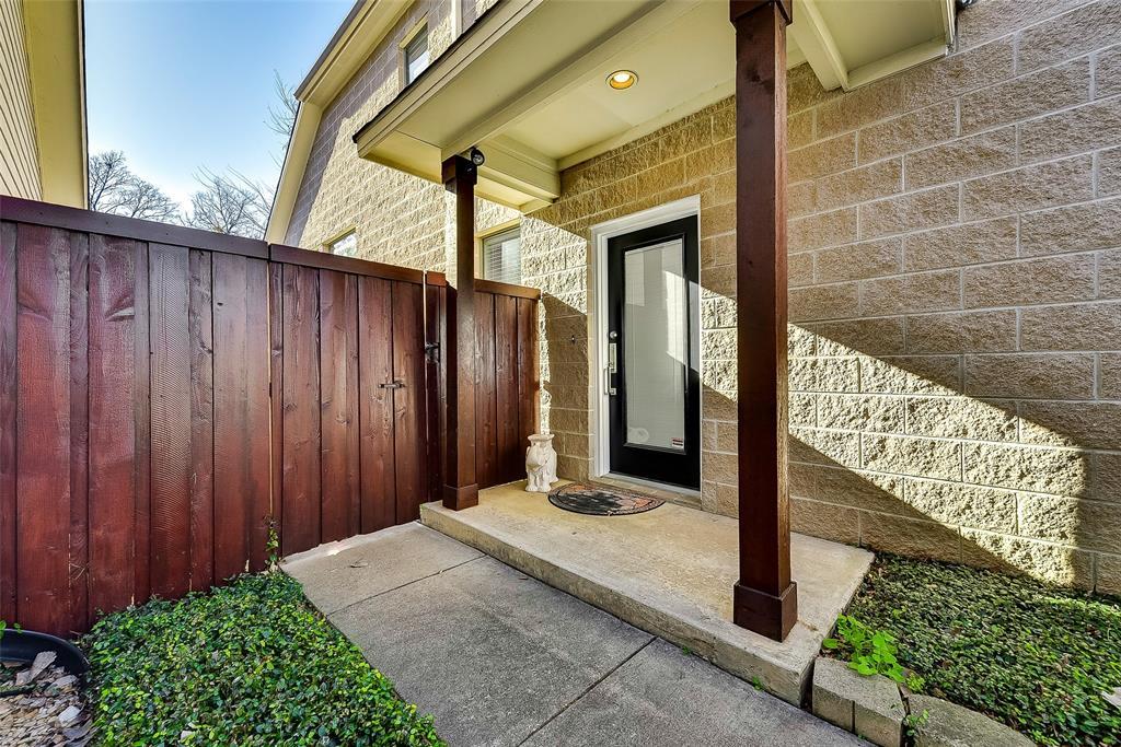 Dallas Neighborhood Home For Sale - $329,999