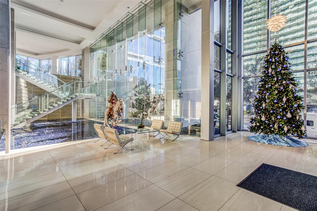Dallas Neighborhood Home For Sale - $798,500