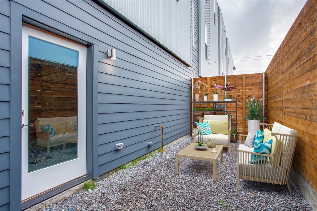 Dallas Neighborhood Home For Sale - $339,000