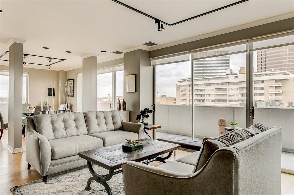 Dallas Neighborhood Home For Sale - $599,999