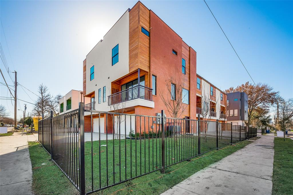 Dallas Neighborhood Home For Sale - $389,000