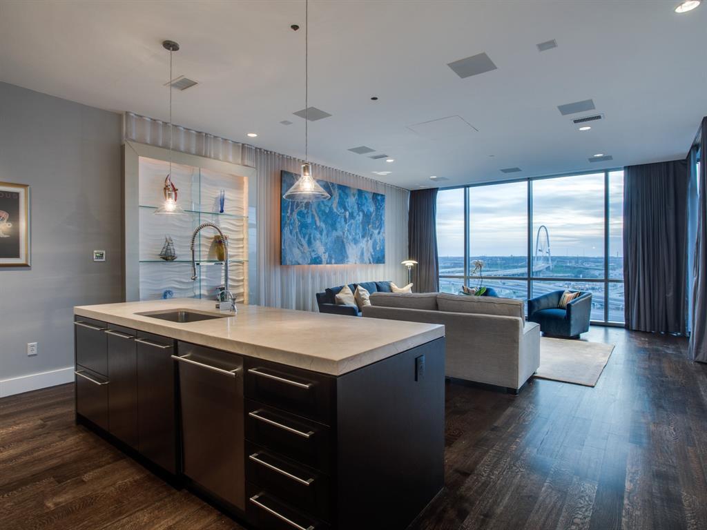 Dallas Neighborhood Home For Sale - $440,000