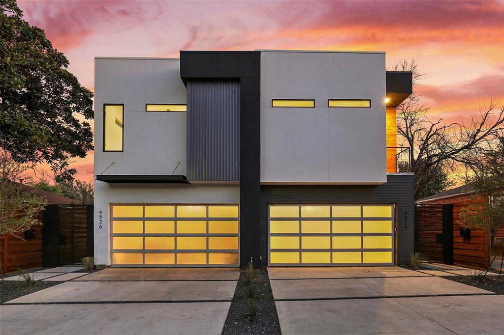 Dallas Neighborhood Home For Sale - $574,900