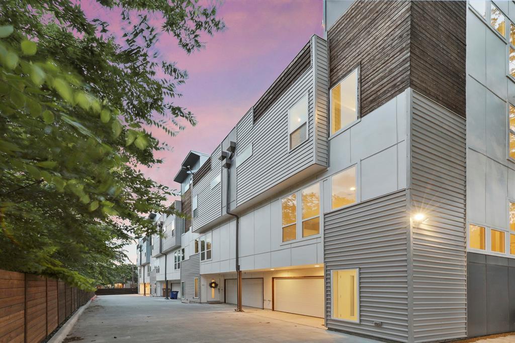 Dallas Neighborhood Home For Sale - $470,000