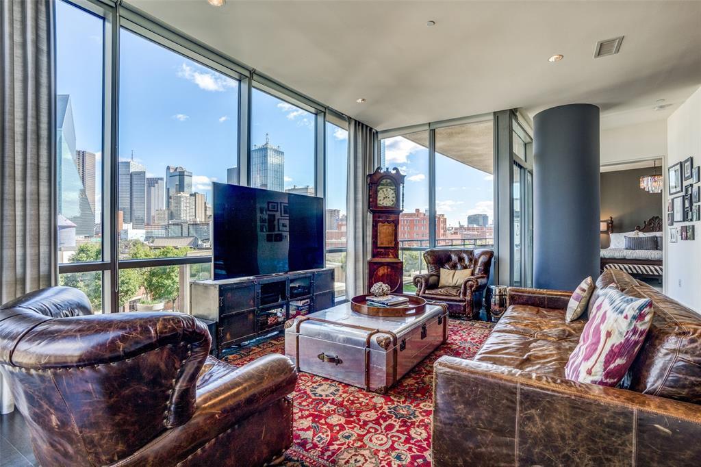 Dallas Neighborhood Home For Sale - $820,000