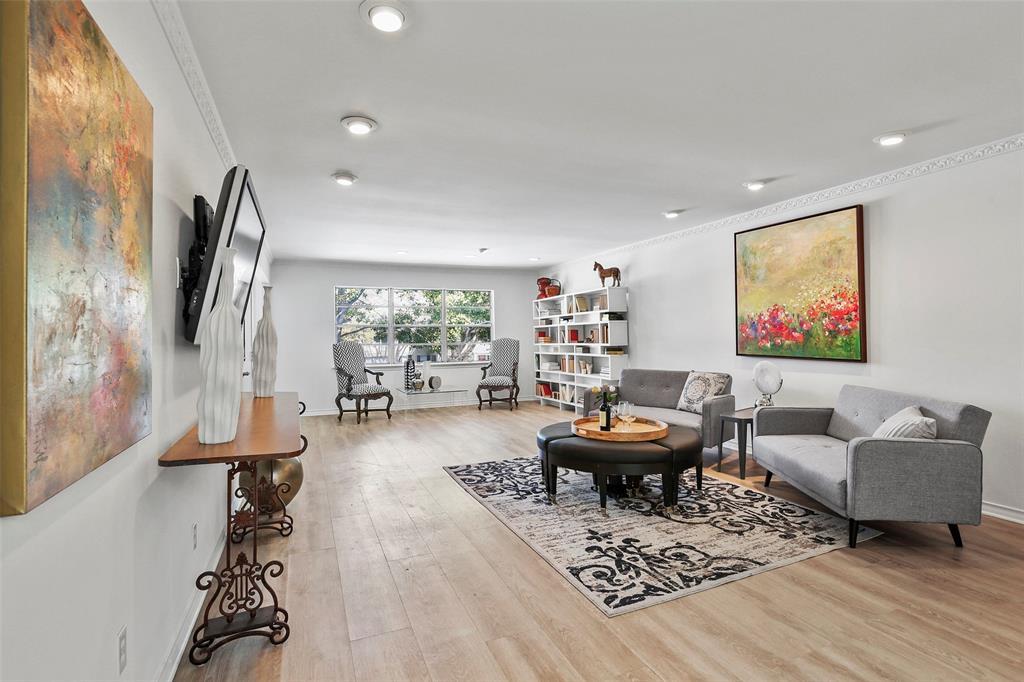 Dallas Neighborhood Home For Sale - $309,000