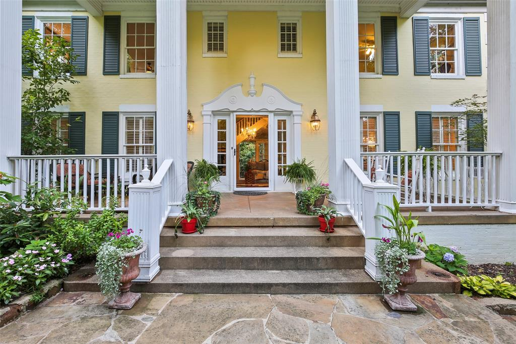 Dallas Neighborhood Home For Sale - $1,097,000