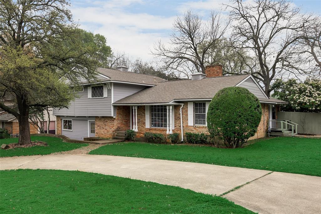 Cedar Hill Neighborhood Home For Sale - $299,900