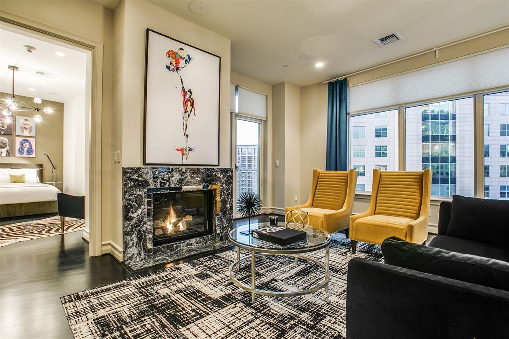 Dallas Neighborhood Home For Sale - $1,075,000