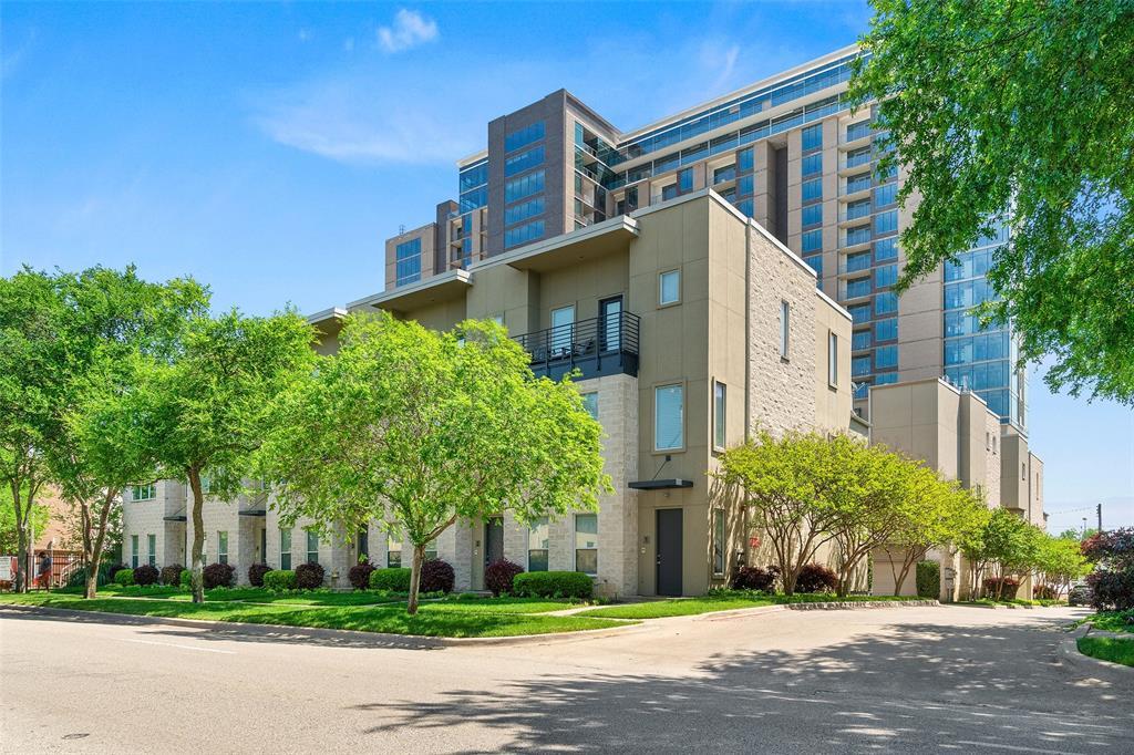 Dallas Neighborhood Home For Sale - $429,900