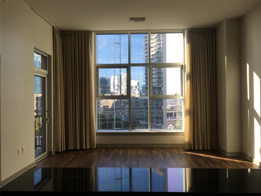 Dallas Neighborhood Home For Sale - $399,900