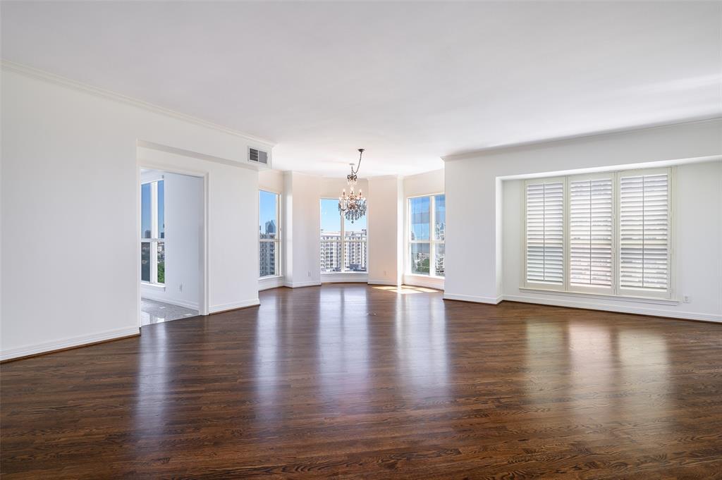 Dallas Neighborhood Home For Sale - $749,000