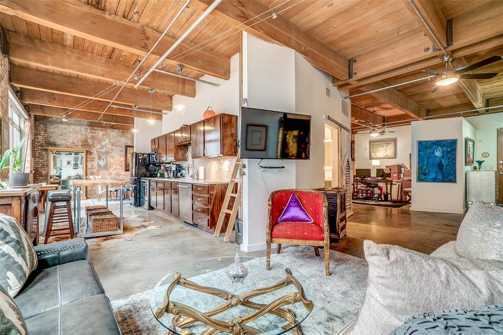 Dallas Neighborhood Home For Sale - $329,500