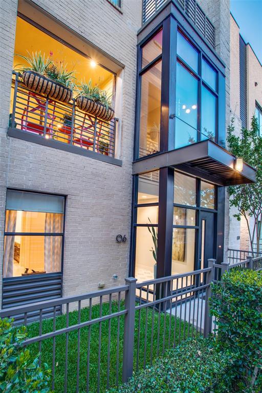 Dallas Neighborhood Home For Sale - $488,000
