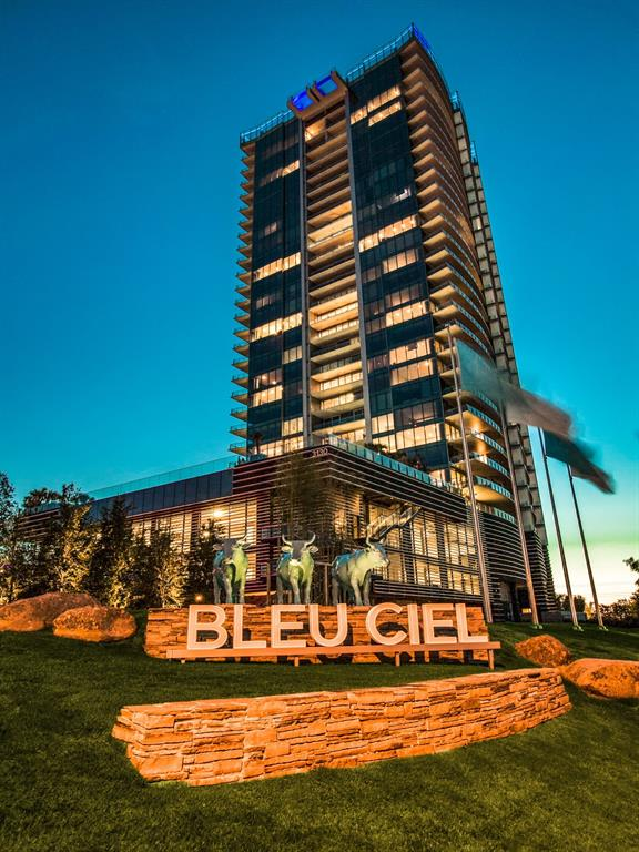 Dallas Neighborhood Home For Sale - $1,170,000