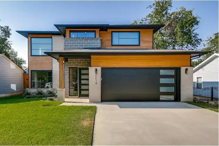 Dallas Neighborhood Home For Sale - $760,000