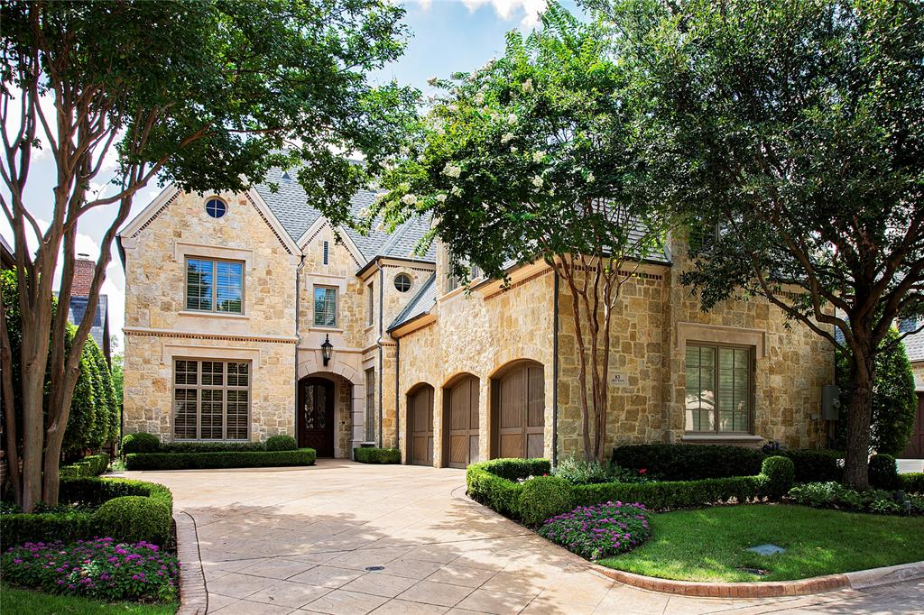 Glen Abbey Neighborhood Home For Sale