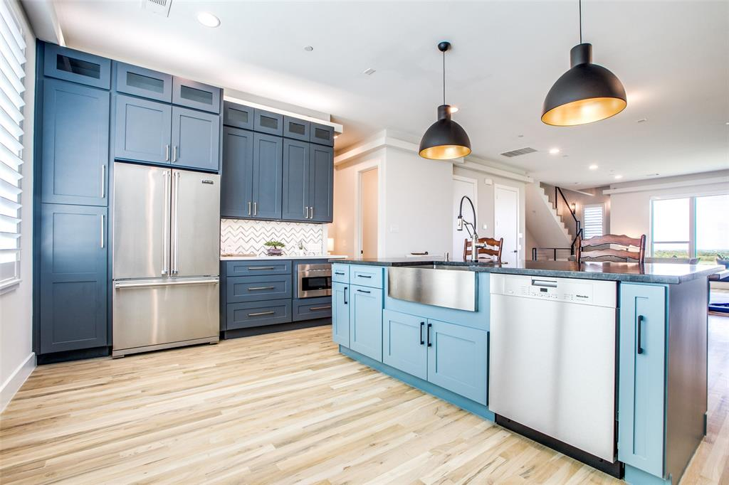Farmers Branch Neighborhood Home For Sale - $479,900