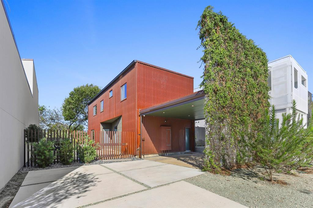 Dallas Neighborhood Home For Sale - $744,000