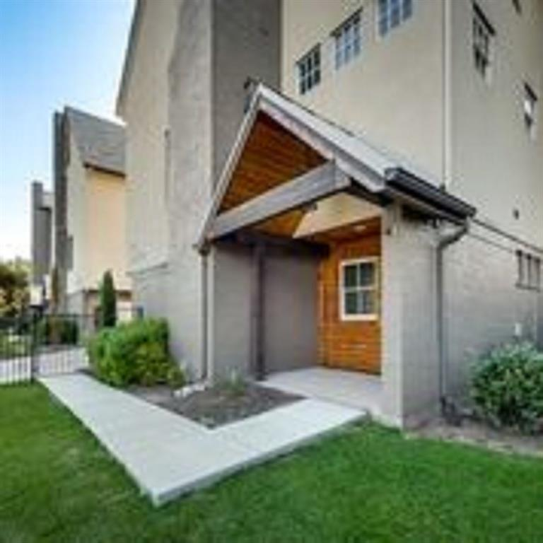 Dallas Neighborhood Home For Sale - $372,000